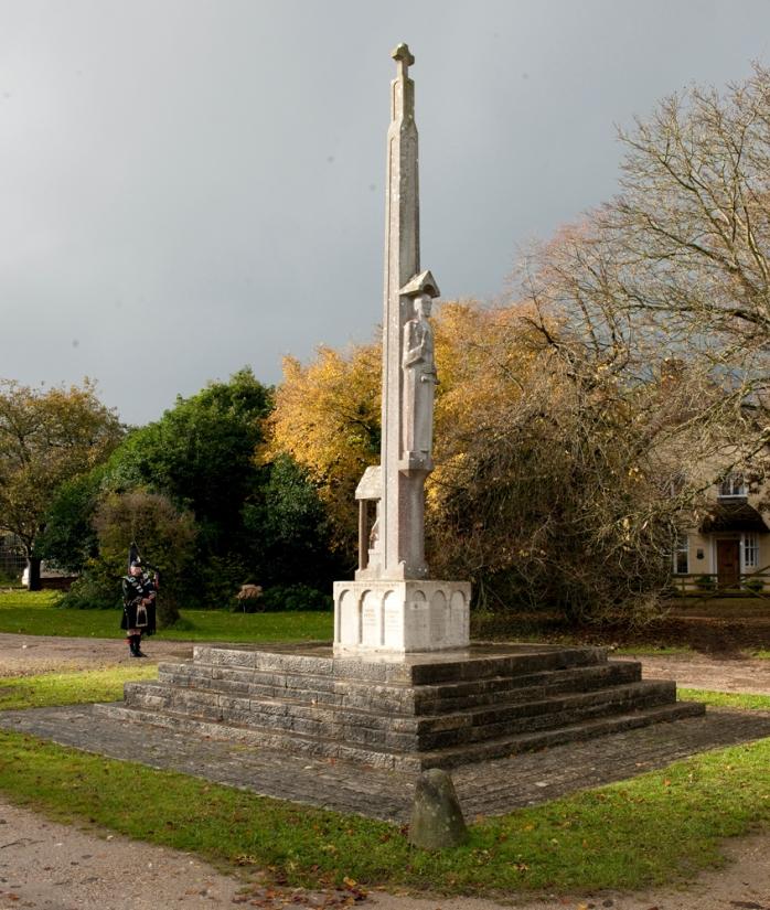 Memorial lone piper