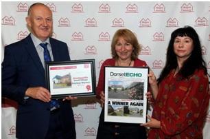 Councillor Sue jones receiving the Award